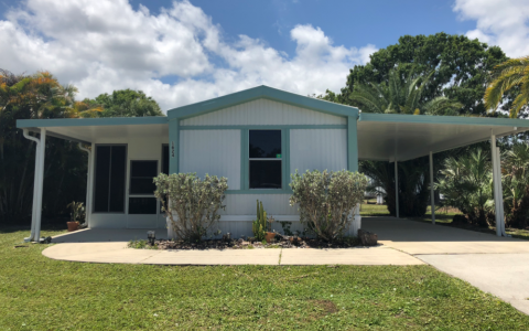 Large lot with Florida room